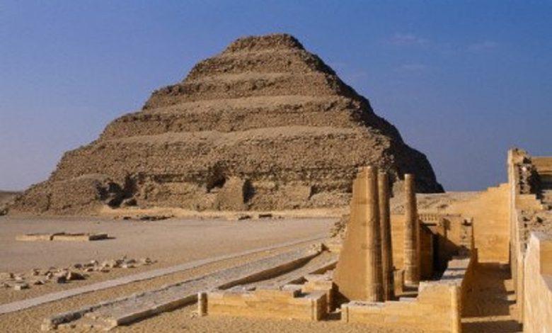 El misterio del Serapeum de Saqqara, la pirámide escalonada