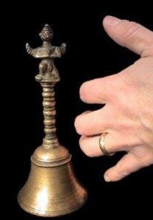 Newton Anderson encontró por casualidad una campana