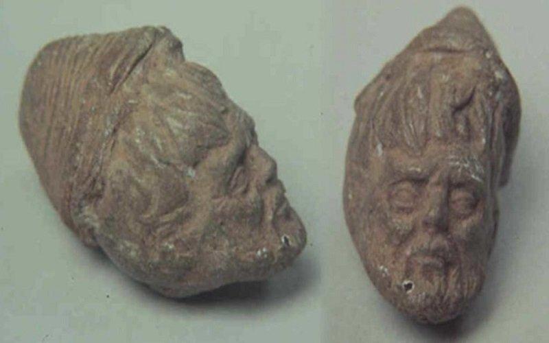 cabeza tallada en las excavaciones de una tumba precolombina