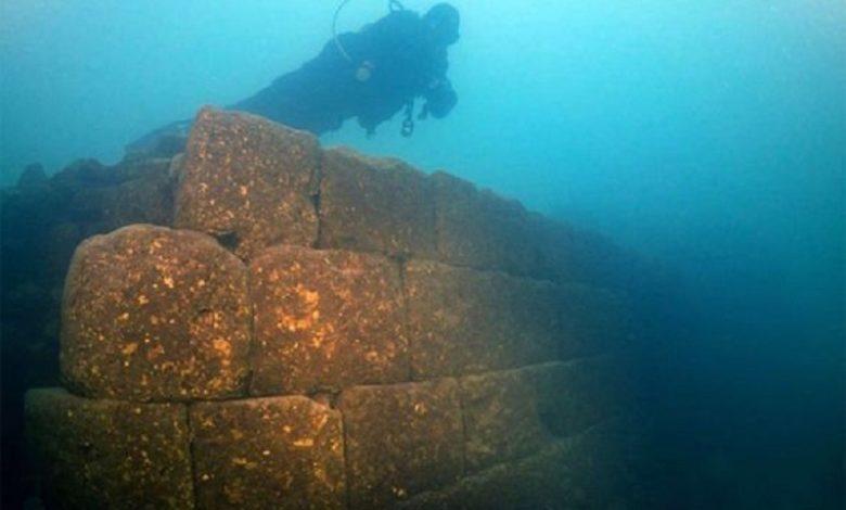 Descubren un antiguo castillo bajo un lago en Turquía