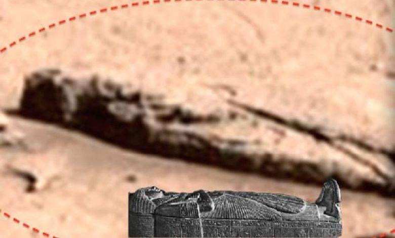 Sarcófago y Ojo de Horus en Marte