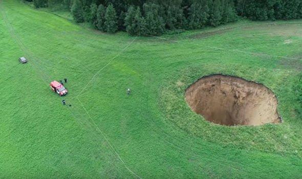 Se abre un agujero de 165 pies de altura en Rusia 1