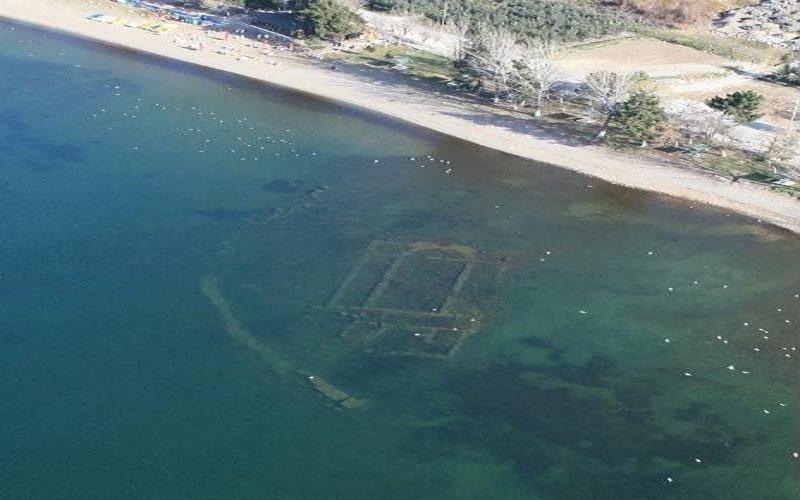 iglesia sumergida en el lago Iznik en Turquía