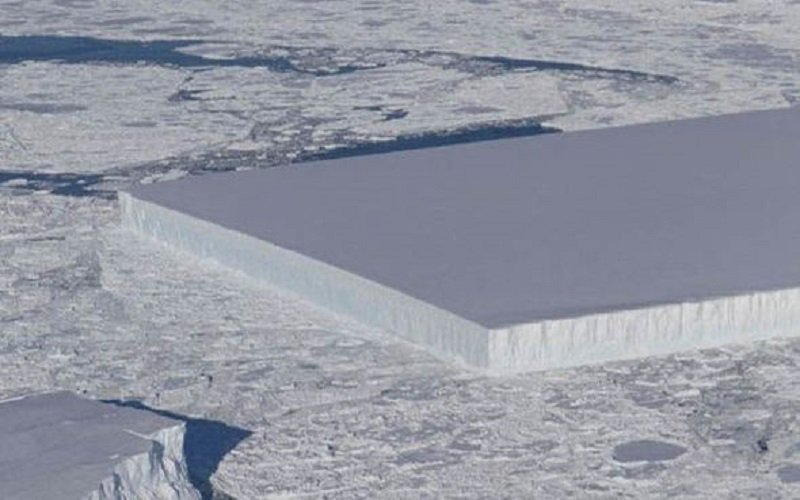 Photo of Los científicos de la NASA desconcertados por un iceberg de una milla de ancho perfectamente rectangular