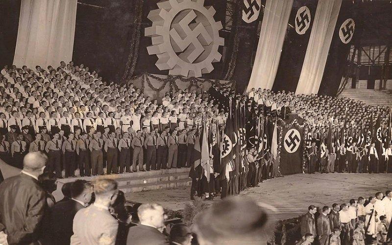 acto nazi en el lunak park