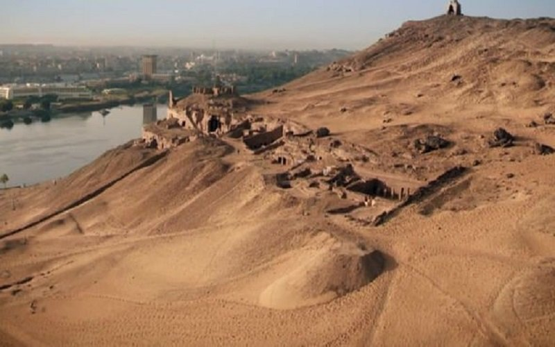 More-than-100-tombs-have-been-found-in-the-area